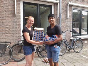 donatie waterflesjes daklozen